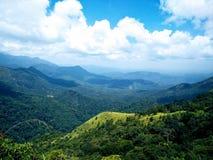 Привязанность неба и горы стоковая фотография rf