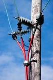 привязывает красный цвет полюса электричества Стоковые Фотографии RF