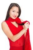 Привлекательная азиатская девушка с красным шарфом Стоковое Фото