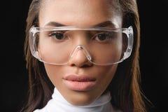 Привлекательная африканская женщина в современных eyeglasses стоковые фото