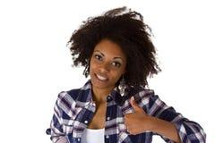 Привлекательная африканская женщина с большим пальцем руки вверх стоковые изображения