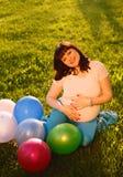 Привлекательная беременная женщина Стоковое Изображение
