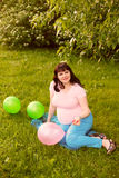 Привлекательная беременная женщина Стоковое Изображение RF