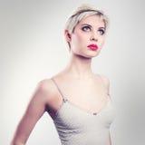 Привлекательная винтажная белокурая модель женщины Стоковые Изображения RF
