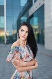 Привлекательная девушка в городе Стоковое Изображение