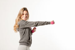Привлекательная женская модель фитнеса изолированная на белой предпосылке Стоковое Изображение RF