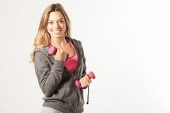 Привлекательная женская модель фитнеса изолированная на белой предпосылке Стоковые Изображения