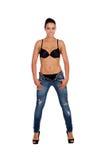 Привлекательная женщина брюнет в бюстгальтере с джинсами Стоковые Фото