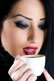 привлекательная женщина кофейной чашки Стоковое Изображение RF