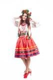 Привлекательная женщина носит украинское национальное платье изолированное на белой предпосылке стоковые фото