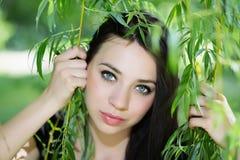 привлекательная кавказская женщина стоковое изображение rf