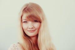 Привлекательная милая девушка молодой женщины стоковое фото rf