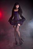 Привлекательная молодая ведьма в викторианском обмундировании стоковые изображения