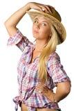 Привлекательная молодая женщина в платье и шляпе ковбоя стоковые фотографии rf
