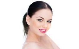 Привлекательная нагая женщина с симпатичной улыбкой стоковое изображение rf