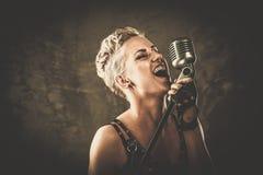 Привлекательная певица steampunk Стоковое Изображение