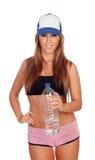 Привлекательная питьевая вода девушки после тренировки Стоковые Фотографии RF