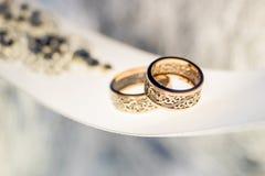 2 привлекательно старомодный обручального кольца на ленте Стоковое Изображение RF