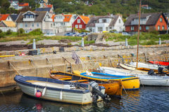 Привлекательно старомодный рыбацкий поселок стоковое изображение