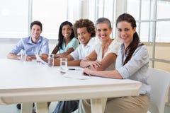Привлекательные бизнесмены на деловой встрече Стоковое Изображение RF