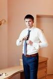привлекательные детеныши бизнесмена Стоковая Фотография