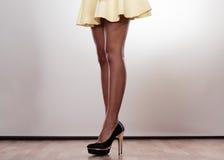 Привлекательные ноги женщины Стоковое фото RF