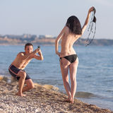 Привлекательные пары на море Стоковая Фотография RF
