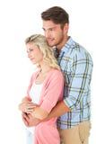 Привлекательные пары обнимая и усмехаясь Стоковая Фотография