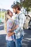 Привлекательные положение и обнимать пар Стоковое Изображение