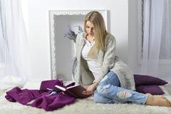 привлекательные ся детеныши женщины Стоковое фото RF