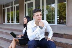 Привлекательные уверенно люди, кавказский мальчик и азиатское entrep девушки Стоковые Изображения RF
