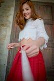 Привлекательный женский делать эскиз к dressmaker Стоковая Фотография RF