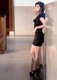 Привлекательный ждать женщины Стоковые Фотографии RF