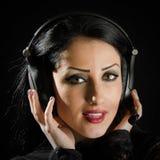 Привлекательный, молодая женщина с шлемофоном Стоковые Изображения RF