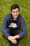 Привлекательный парень подростка в парке Стоковое Изображение