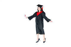 Привлекательный студент в изолированной крышке градации с скакать диплома Стоковое фото RF