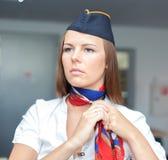 Привлекательный stewardess брюнет стоковое изображение