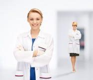 2 привлекательных женских доктора Стоковое фото RF
