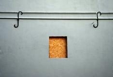пригвозженное малое поднимающее вверх окно Стоковое Фото