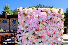 Приглашение свадьбы или модель-макет карточки дня bridal приглашение ливня или ` s матери, украшенный с рамкой цветка Стоковые Изображения RF