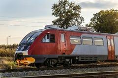 Пригородная шина RA2 рельса на железной дороге Тепловозный поезд русских железных дорог Стоковое Изображение