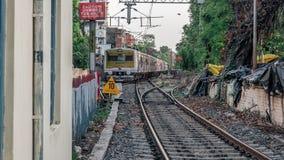 Пригородные поезда индийских железных дорог стоковые изображения