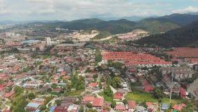 Пригород Куалаа-Лумпур с жилыми районами Малайзия Отснятый видеоматериал антенны трутня видеоматериал