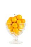 Пригорошня желтых слив вишни в стеклянном шаре Стоковые Изображения RF
