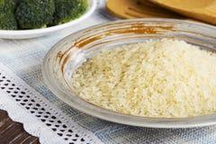 Пригорошня зерен риса стоковая фотография
