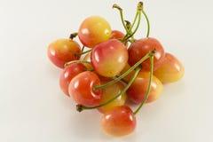 Пригорошня красных и желтых сладостных вишен Стоковые Изображения RF