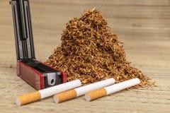 Пригорошня куря табака стоковое изображение