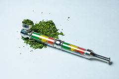 Пригорошня медицинской марихуаны конопли стоковые фотографии rf