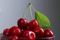 Пригорошня сладостной вишни стоковое изображение