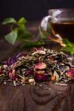 Пригорошня травяного чая стоковое фото rf